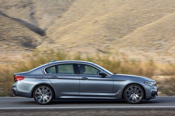 BMW 5 Series G30 2017, вид сбоку справа