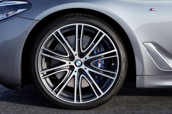 5 Series G30, переднее левое колесо