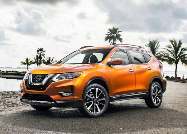 Nissan X-Trail 2017, вид спереди и сбоку слева