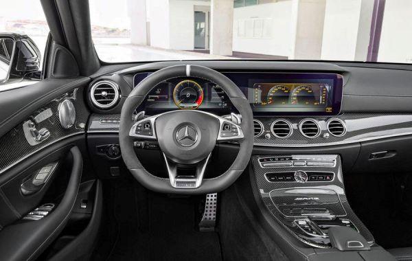 Водительское место Mercedes AMG E 63 Estate 2018