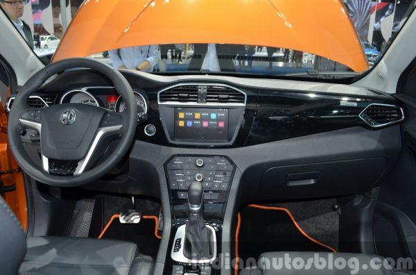MG GS, руль и панель управления