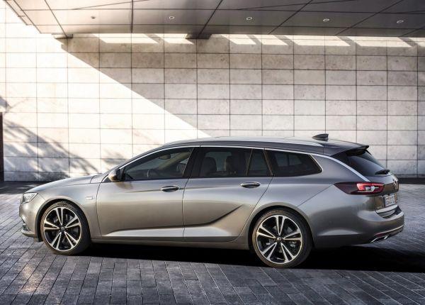 Opel Insignia Sports Tourer 2018, вид сбоку