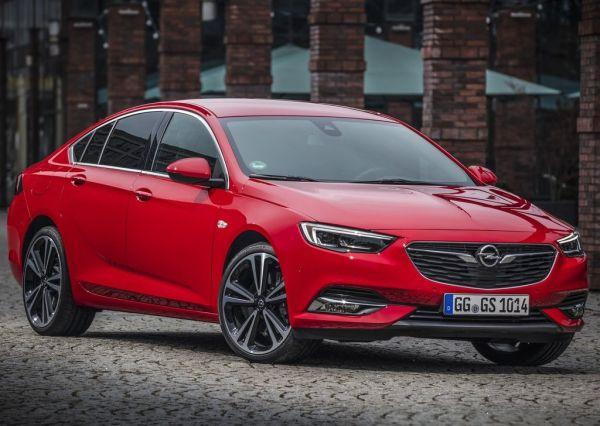 Хэтчбек Opel Insignia Grand Sport 2017, вид сбоку
