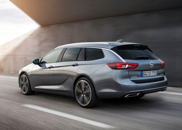 Opel Insignia Sports Tourer 2018, вид сзади