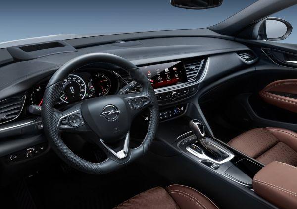Передняя панель нового Opel Insignia