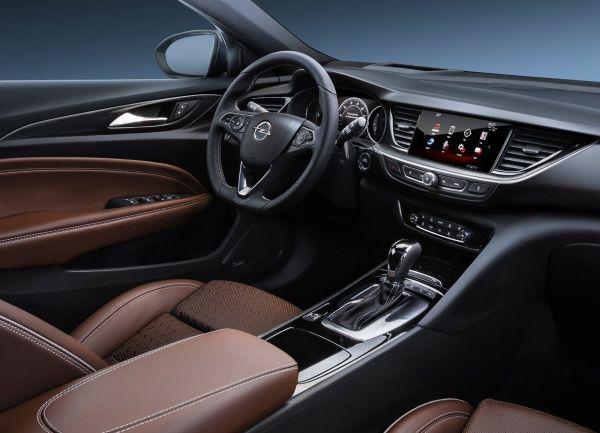 Интерьер нового Opel Insignia, водительское место