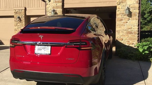 Tesla Model X P100D, вид сзади