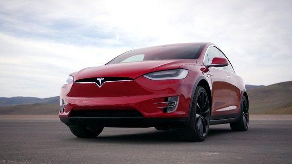 Tesla Model X P100D, вид спереди