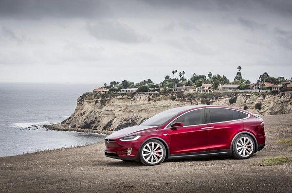Tesla Model X P100D, вид сбоку слева