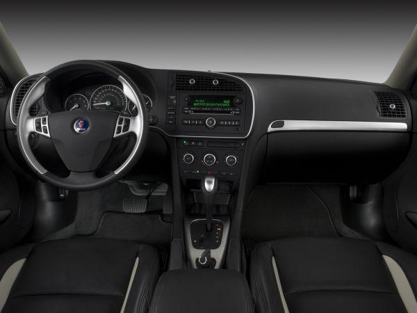 Передняя панель седана Saab 9-3