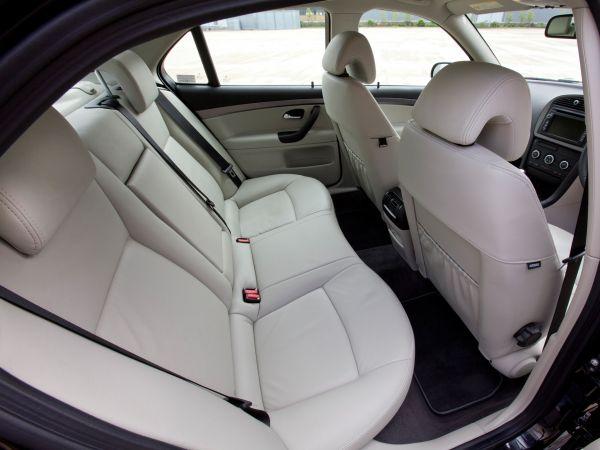 Задние сиденья седана Saab 9-3