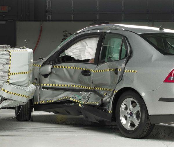 Безопасность седана Saab 9-3
