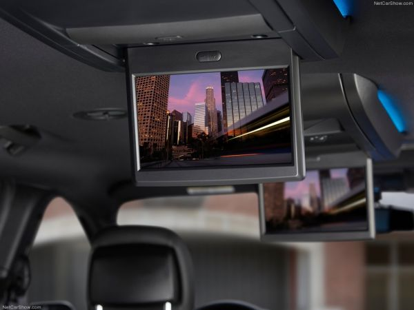 Мультимедиа для задних пассажиров Chrysler Town and Country S 2013