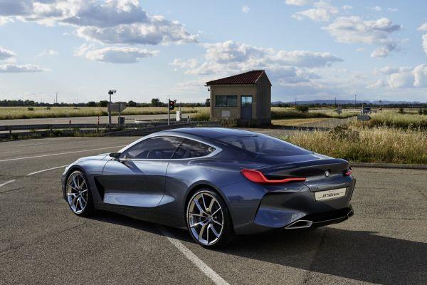 Легендарный BMW 8-Series, вид сбоку
