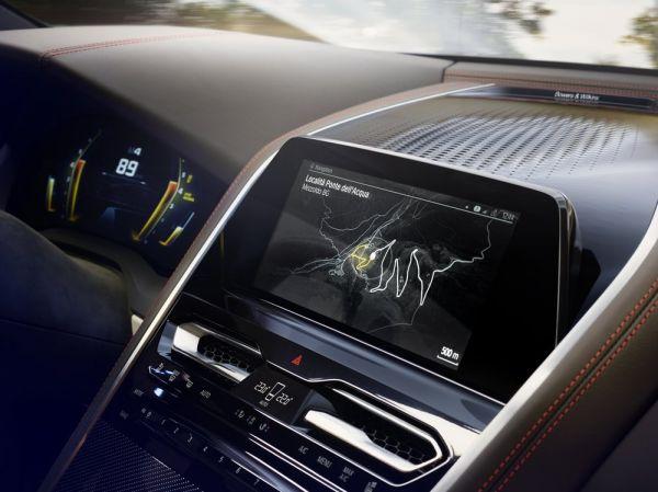 Дисплей мультимедийной системы BMW 8-Series