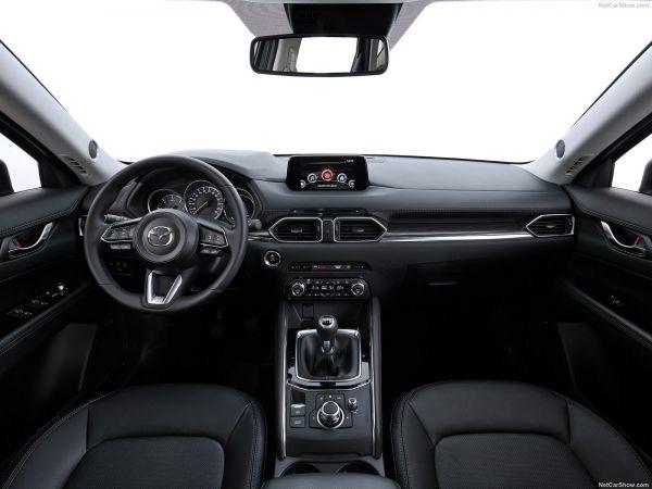 Интерьер нового Mazda CX-5 2017