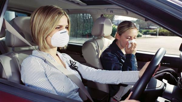 Как устранить запах бензина в салоне автомобиля