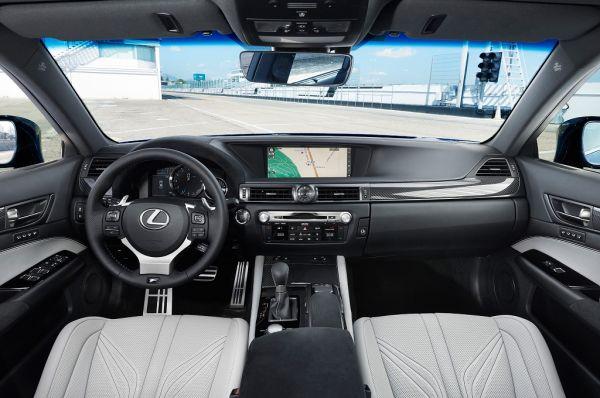 Лексус GS 2017, руль и панель управления