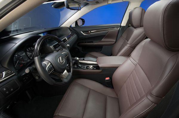 Lexus GS 2017, передние сидения