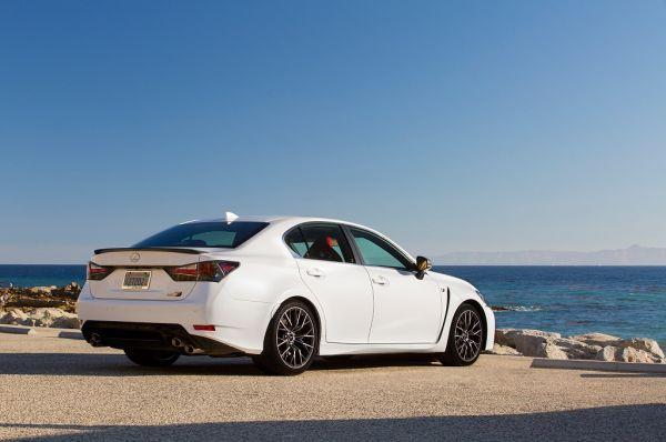 Lexus GS 2017, вид сзади и сбоку справа