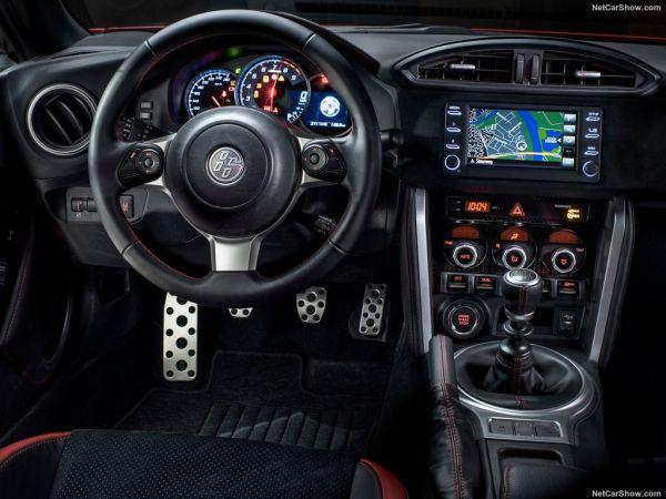 Toyota GT86 2017, руль и панель управления