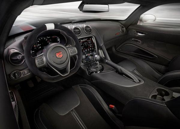 Интерьер нового Dodge Viper 2017