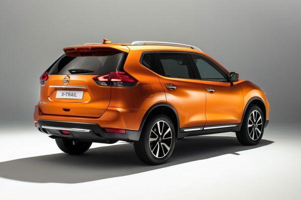 Nissan X-Trail 2017, вид сзади и сбоку справа