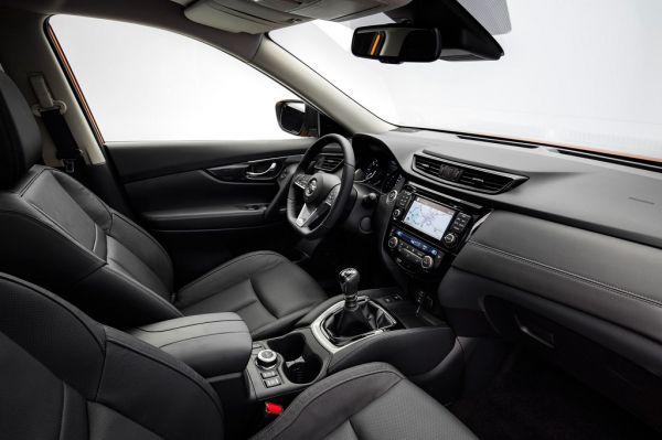Nissan X-Trail 2017, передние сидения