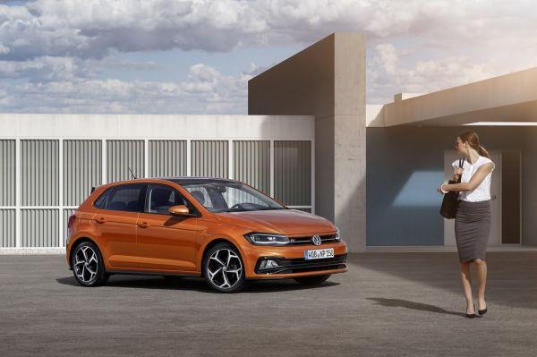 Volkswagen Polo 2017, вид спереди и сбоку справа