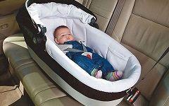 Как по правилам перевозить грудного ребенка