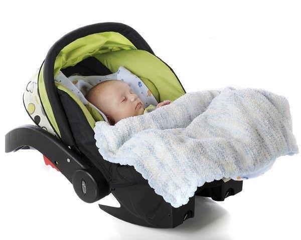 Можно вести ребенка на руках в машине