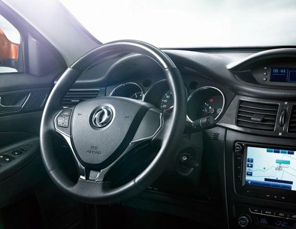 Рулевое колесо и панель приборов