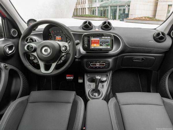 Brabus Smart ForFour 2017, руль и панель управления
