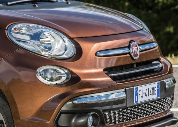Передняя оптика рестайлингового Fiat 500L 2018