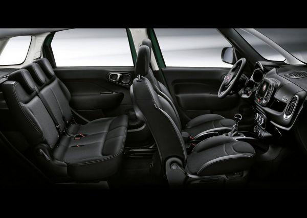Черный интерьер Fiat 500L Cross 2018