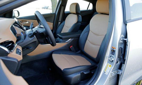 Chevrolet Volt 2017, передние сидения