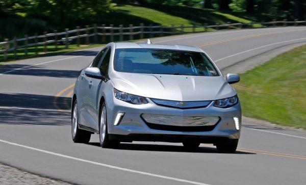 Chevrolet Volt 2017, вид спереди