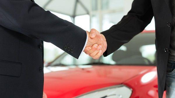Как выгодно купить подержанный спортивный автомобиль