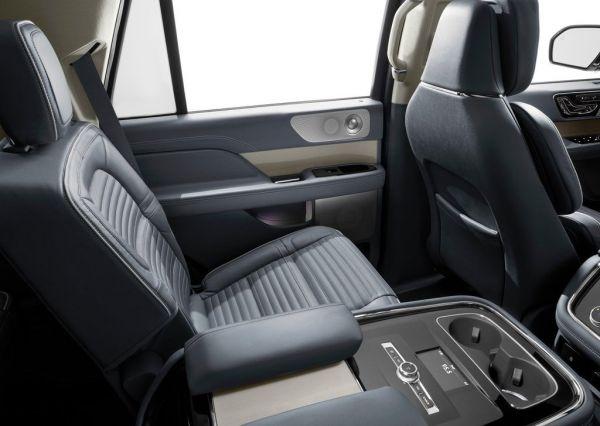 Второй ряд сидений Lincoln Navigator 2018