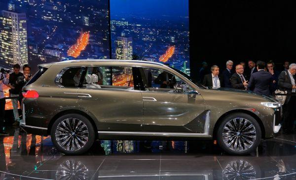 Новый BMW X7, вид сбоку