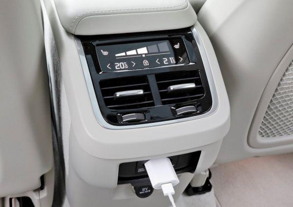 Зарядка и климат-контроль для второго рядка сидений