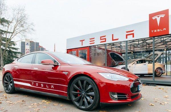 Почему Tesla терпит убытки?