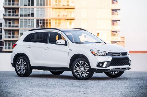 Mitsubishi ASX 2018, вид спереди и сбоку справа