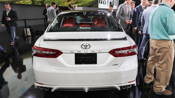 Toyota Camry 2017-2018, вид сзади