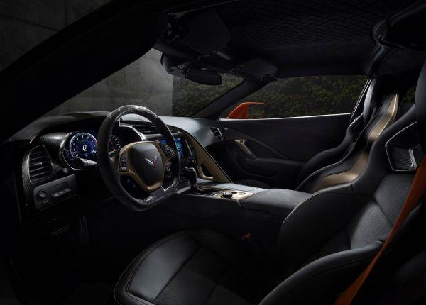 Интерьер нового Chevrolet Corvette ZR1 2019