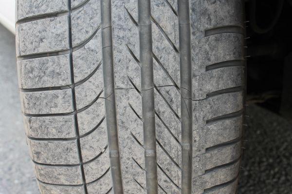Поперечная трещина в шине
