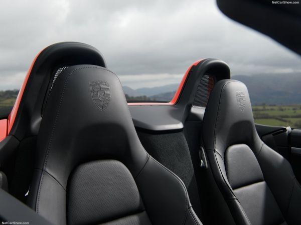 Порше 718 Boxster 2017 года, сидения