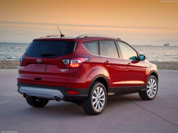 Ford Escape 2017, вид сзади и сбоку справа