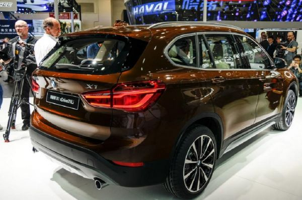BMW X1 Long Wheelbase 2017, вид сзади и сбоку справа