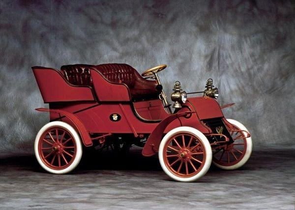 один из первых автомобилей Кадиллак